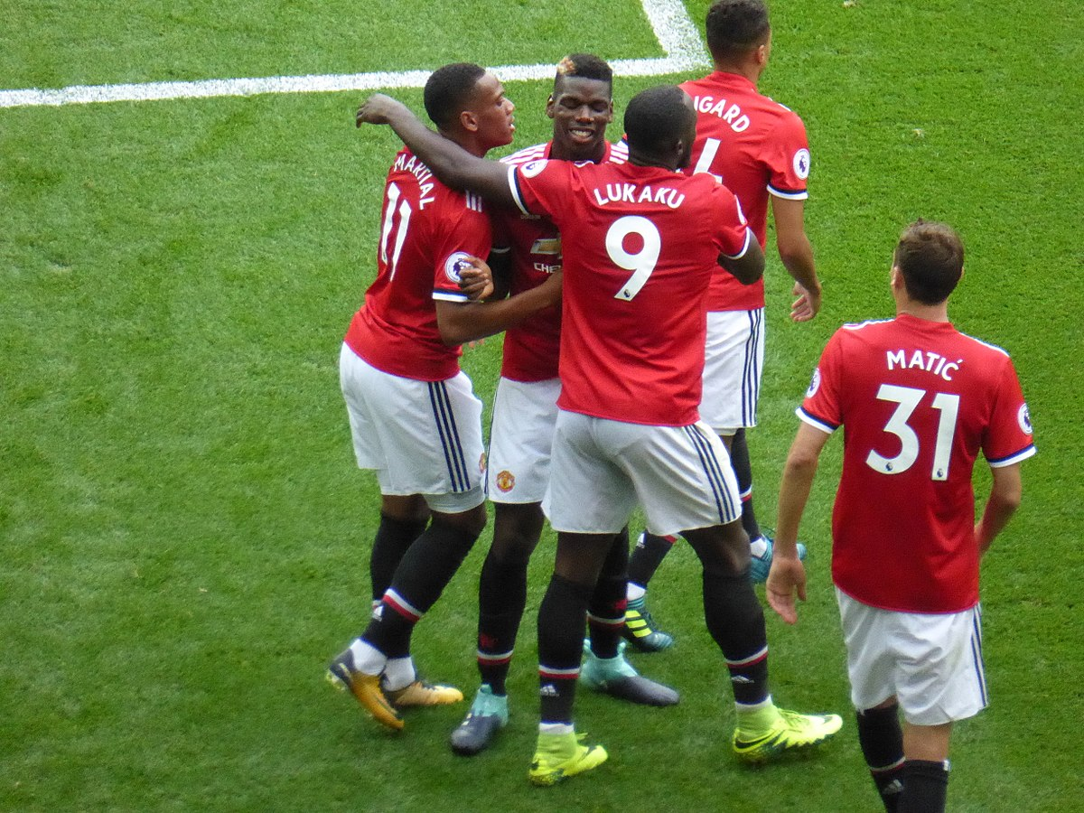 1200px-Manchester_United_v_West_Ham_United,_13_August_2017_(33)